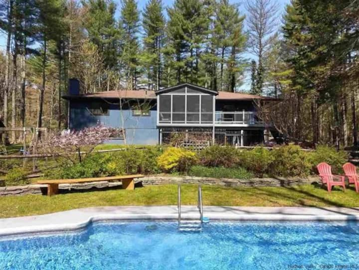Woodstock Home with Heated Pool and Hot Tub