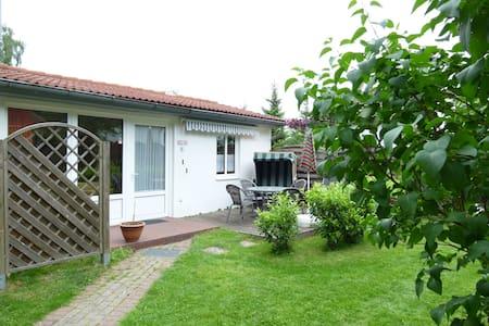 kleines Ferienhaus unweit vom Schweriner See - Dobin am See - Bungalow