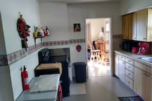 Large Kitchen For Holiday Cooking! Condiments, Coffee/Tea & Cooking Essentials Provided!