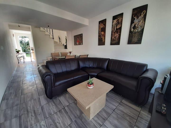 ¡Casa Sola Confortable 2 plantas! ¡Todos los Serv!
