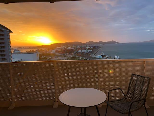 Le coucher de soleil du PACIFIC PLAZA