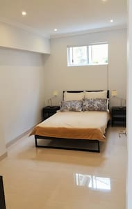 Near new private room in a 2 bedroom granny flat* - Arncliffe - House
