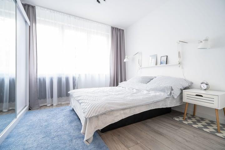 Modern ,quiet & fresh flat , 15 min to city center
