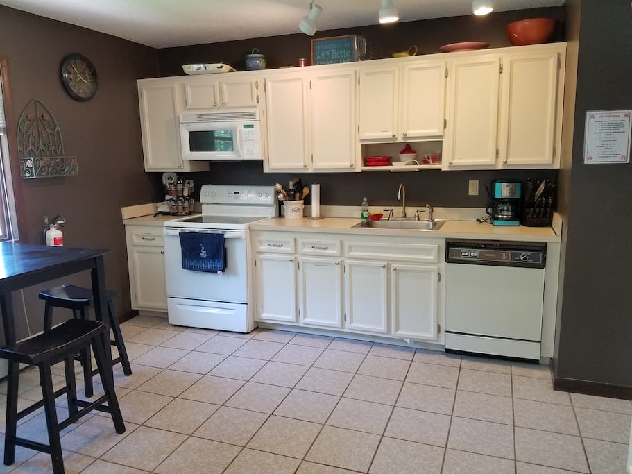 Large, Open, Bright Kitchen