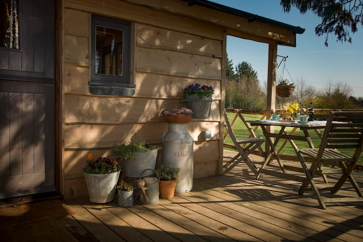 Cedarwood, an intimate and romantic cabin for two.