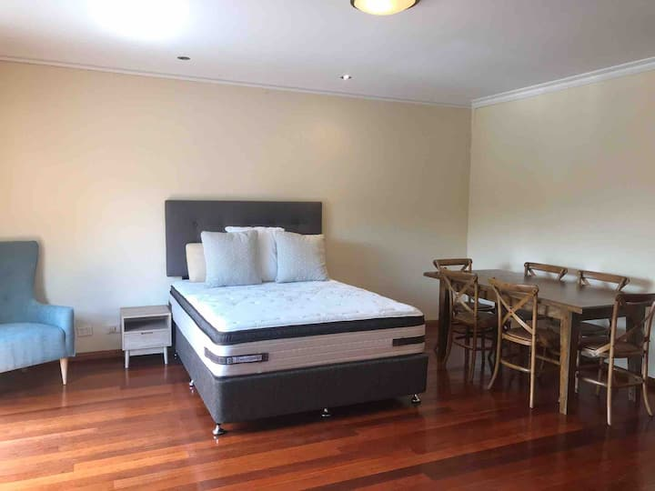 Huge room with WIR & ensuite cls to train & shops