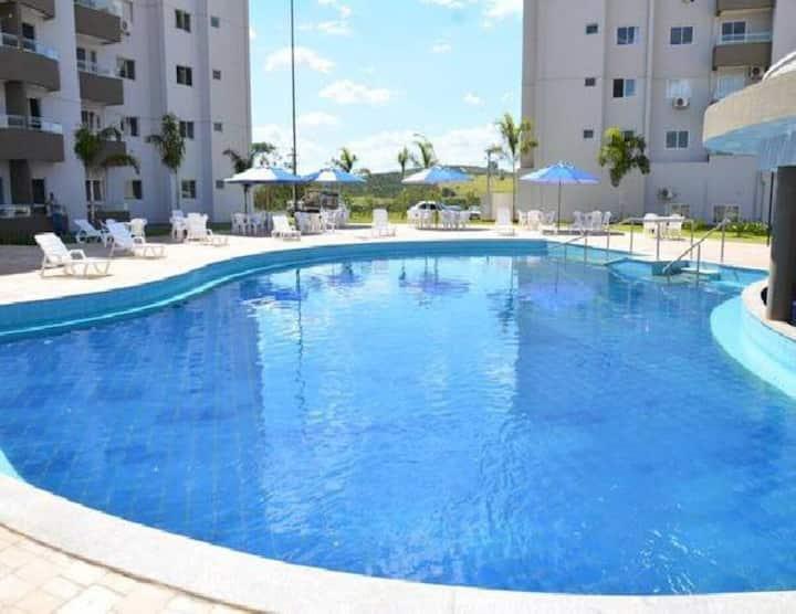 Apartamento suíte em condomínio c/ parque aquatico