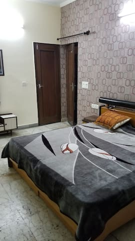 Comfortable & convenient place in Sector 11