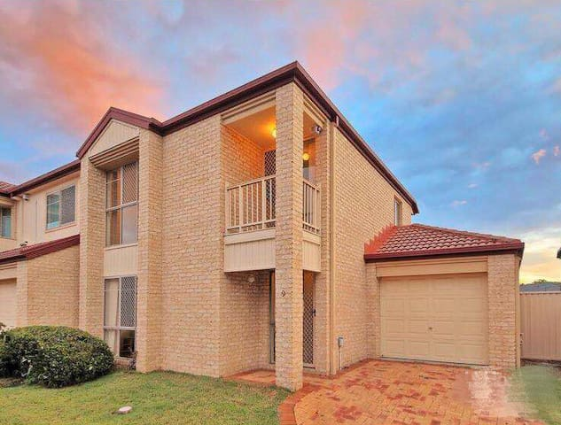 A spacious townhouse in heart of sunnybank