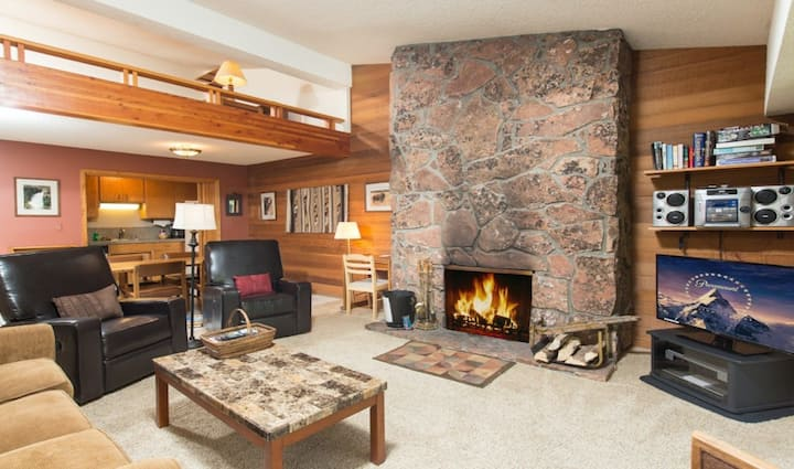 Inviting condo in the heart of Teton Village w/deck, shared pool/hot tub, tennis
