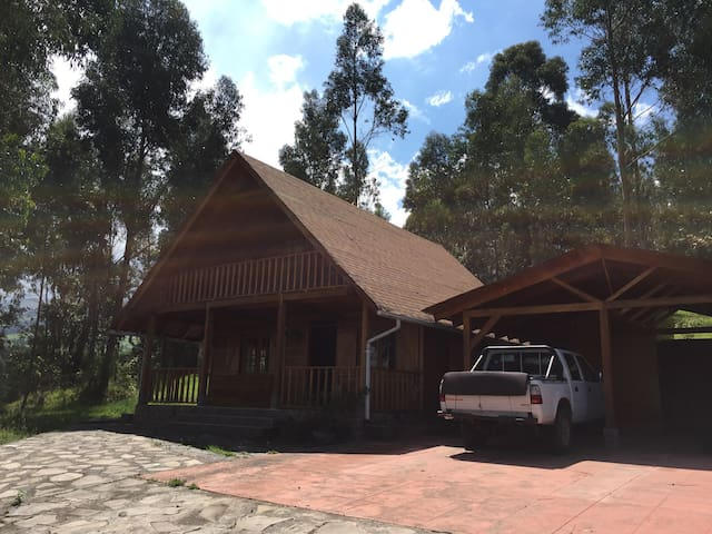 Cozy dairy farm cabin, 2bd up to 8p - Quito - Apartment