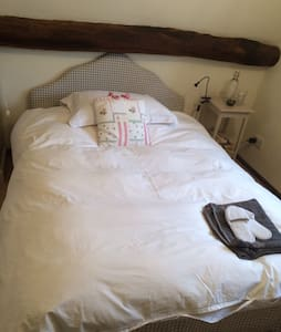 Double bed in charming attic room - Stoke Goldington