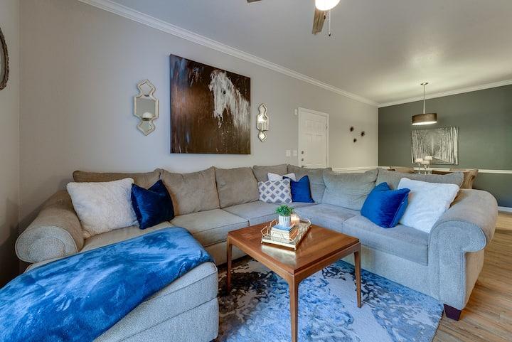 Classy Oak Lawn Dallas Apartment-Central Location!