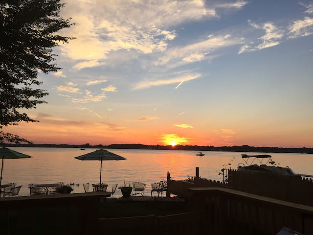 Stunning Sunset Lake Front Fun Home on Sandy Beach