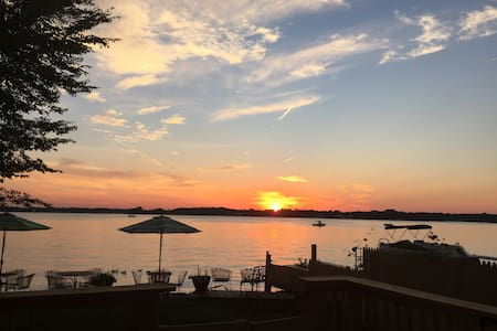 Stunning Sunset Lake Front Fun Home on Sandy Beach