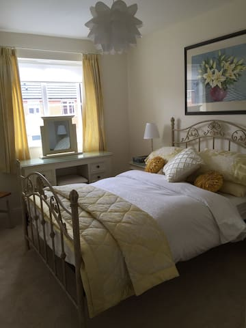 Double room in cosy home with separate bathroom. - Warrington - Ev
