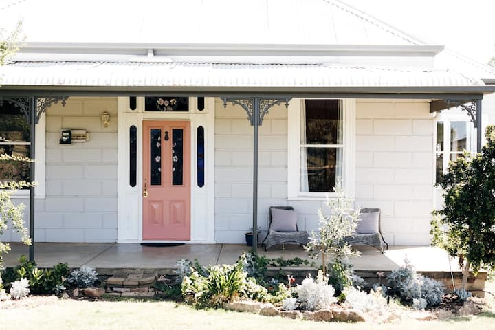 Rose Cottage - 6-8 sleeper with vineyard views