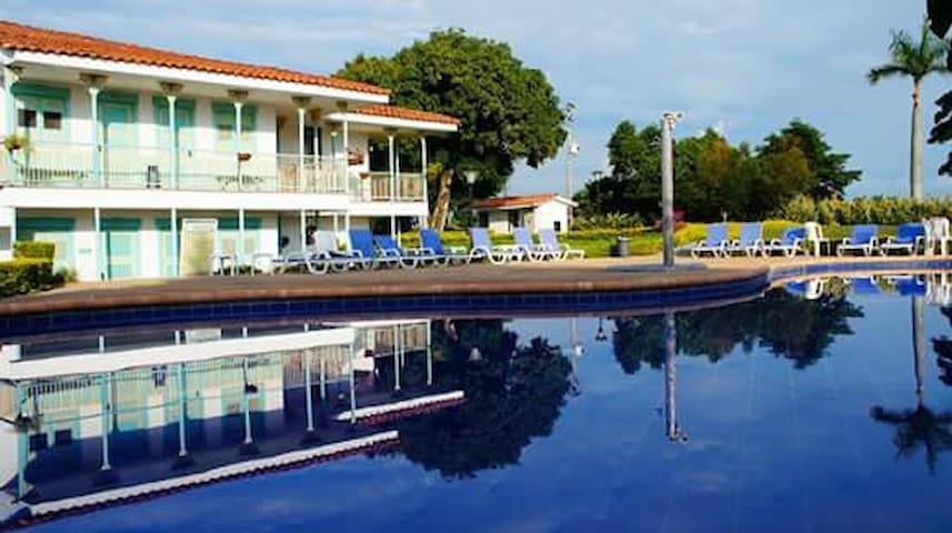 Hotel Campestre Eje Cafetero - Montenegro - Vendégház