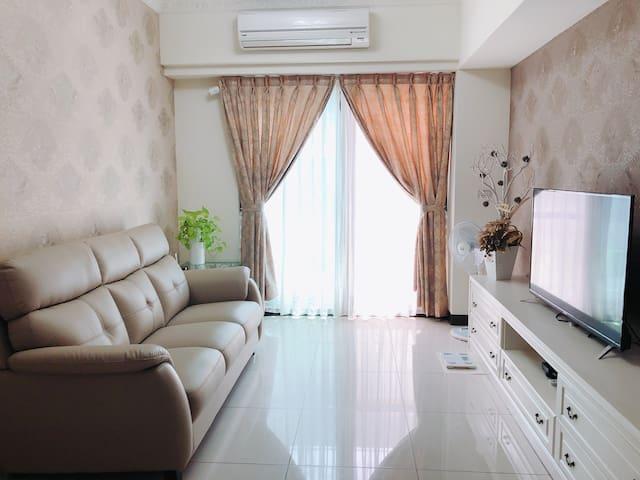 鄰近南紡購物中心、 大灣交流道 居住生活機能完善 提供免費停車位 之溫馨舒適裝潢優質公寓