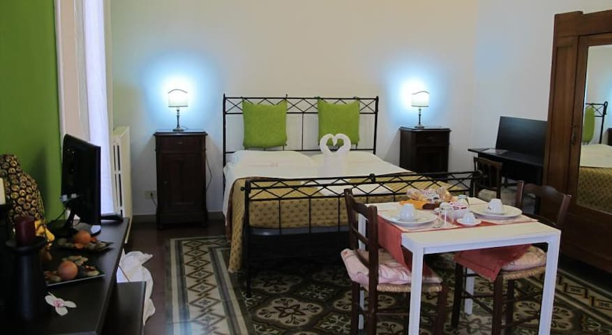 Lecce double / double room with shared bathroom - Lecce - Bed & Breakfast