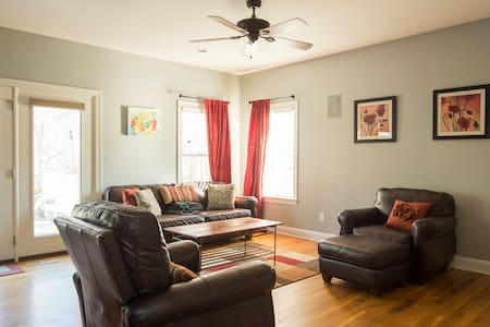 Spacious 4BR, Shopping!!, 15-30 min from 4 Malls - Charlotte