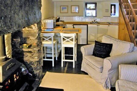 Llannerch, Penmachno - Cosy Snowdonia cottage