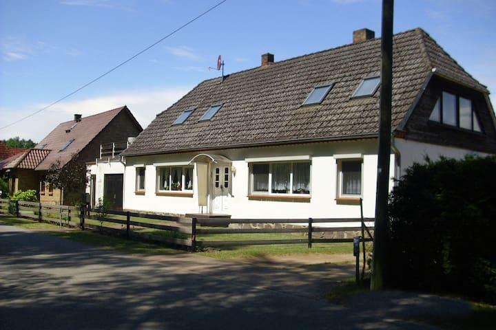 Cozy Apartment with Garden in Schlowe