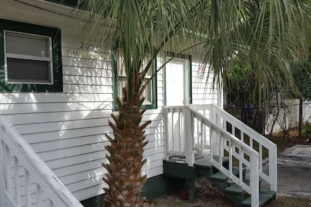 Efficiency Apartment w/ full bath & kitchen. - Clearwater