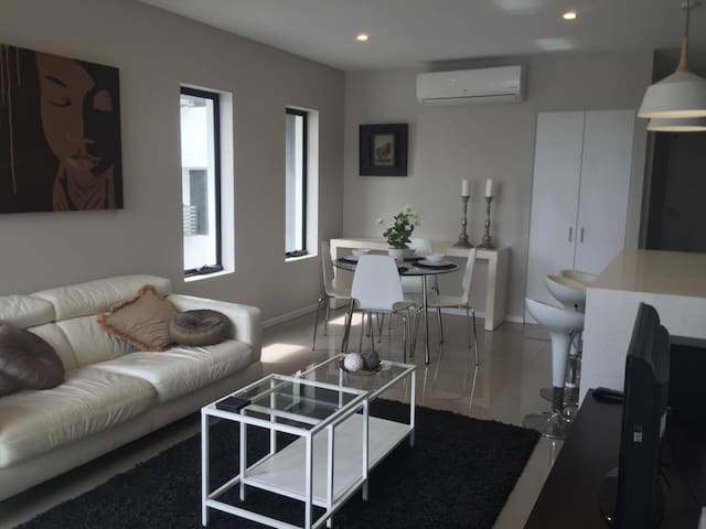 Modern 2 Bedroom Apartment in Cannon Hill - Cannon Hill - Pis