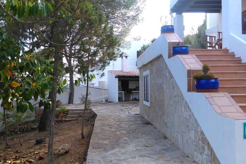 Can Felico esta ubicada en una urbanizacion muy tranquila, dispone de barbacoa y ducha exterior