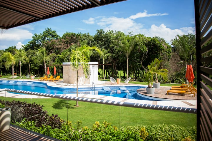 ✭✭POOL FRONT✭✭  2-Bdrm 2-story Luxury Condo!!!