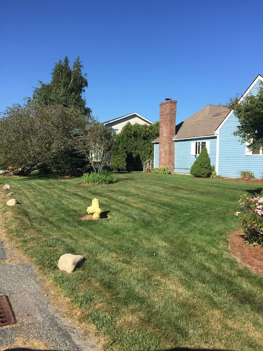 Large corner lot, great for lawn games and parties
