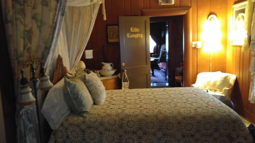 Lilie Langtry - The Inn of Glen Haven