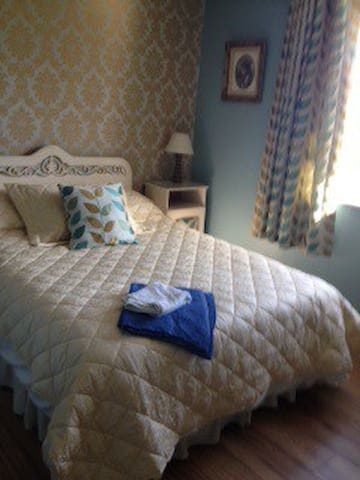 Shabby Chic Comfort with Ensuite Shower - Kilkee - Bed & Breakfast