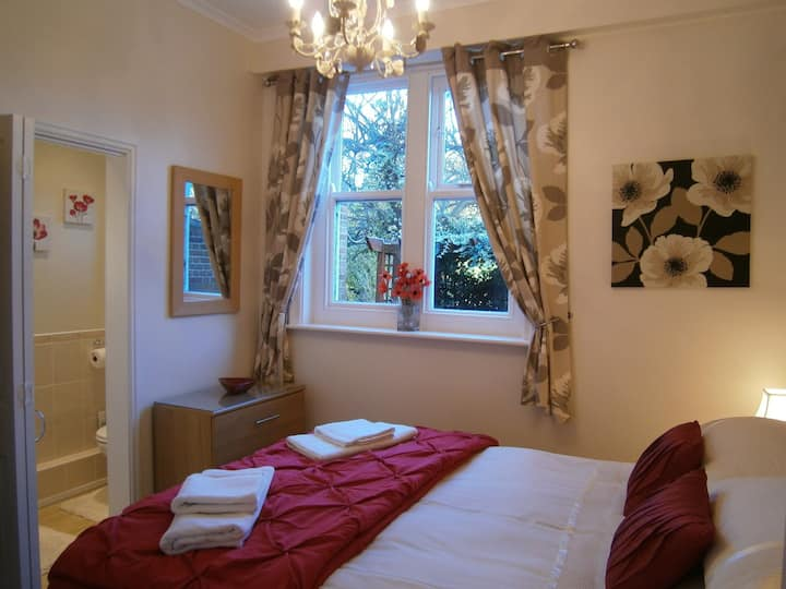 Roseacre Country House - Poppy Apartment
