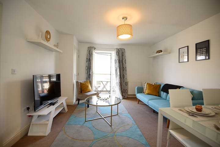 ☆Fabulous 2Bedroom Flat in Gloucester w/ Balcony☆