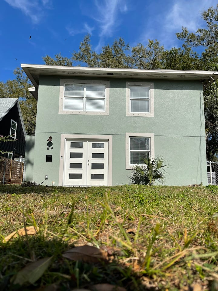 Your home away from home close to downtown Tampa
