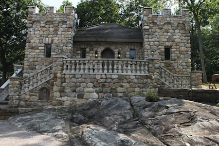 'The Castle Cottage' overlooking Lake George! - Bolton - Slott