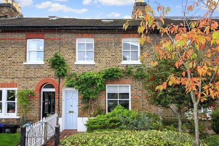 3 bedroom Victorian terraced cottage, Kew Gardens - Richmond