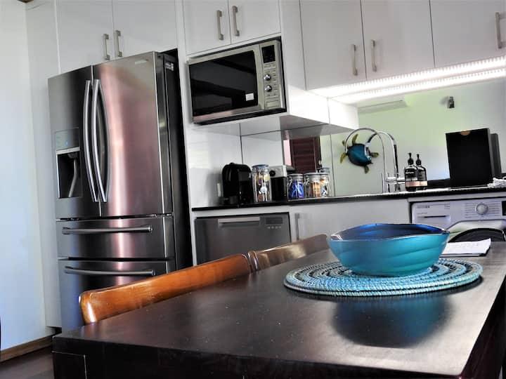 Bucasia Luxury Beach Front Retreat  Kitchen n Pool