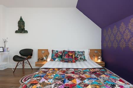 Cosy extra double en suite bedroom. - Manchester