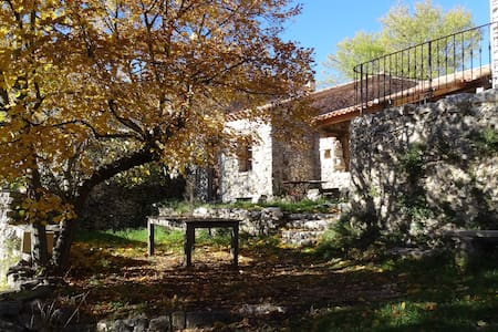 ancienne chèvrerie  restaurée - Monieux