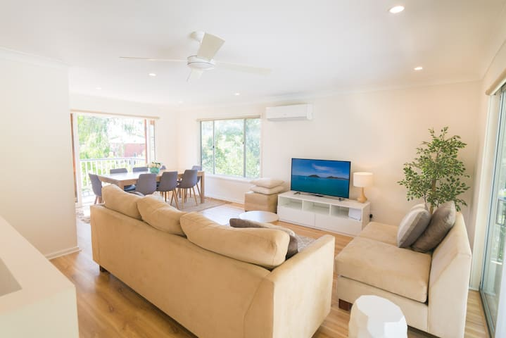 WALK TO THE BEACH - Perfect for families! Sleeps13