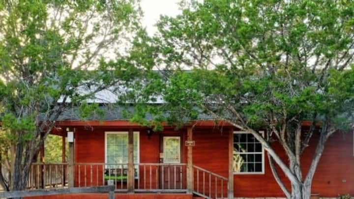 Secluded River House, 3BR/2BA, Porch,  Sleeps 10