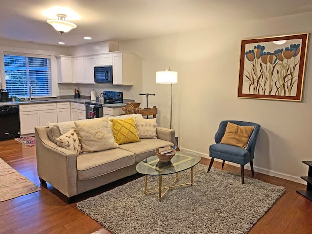 ★ Entire Townhouse ★ | 2 BR | W/D | Full Kitchen ★