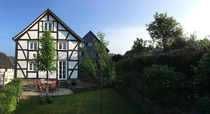 Ferienhaus Engelskirchen - mit Kamin und Garten