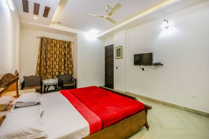 comfortable private room for 3 persons near metro