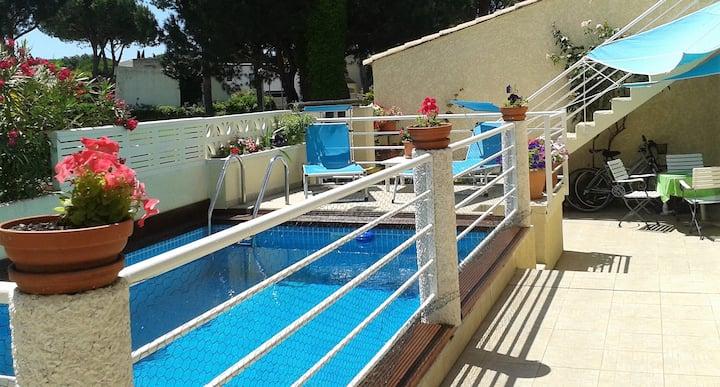 Ravissant T1 à deux pas du golf avec piscine