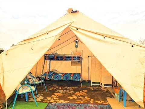 Curly Horse Campground: Frontier Camping Tent