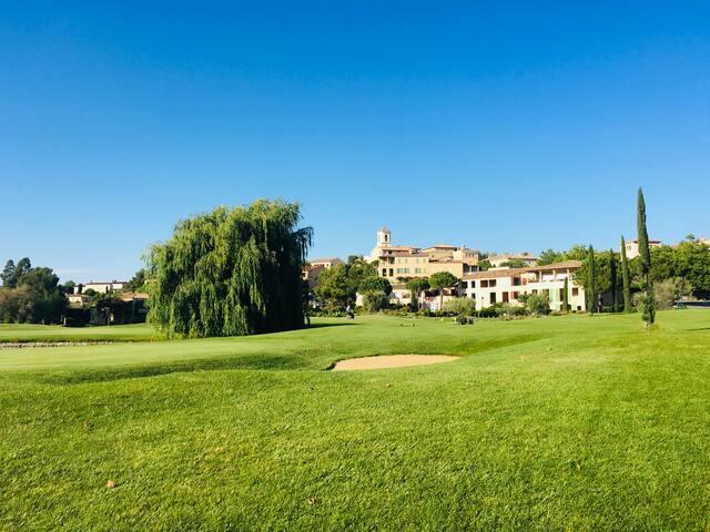 «Domaine Privé & Golf International, en Provence»